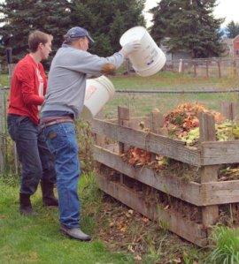 ian-tom-dumping-compost_browns-tacoma_20091016_lah_4033