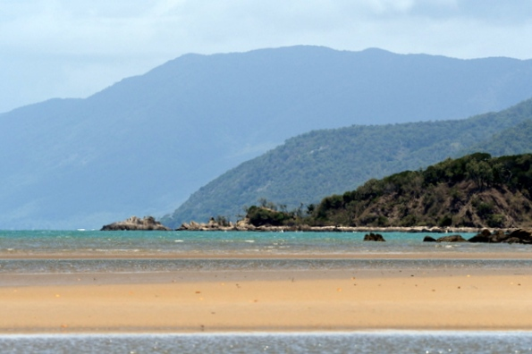captcookhwy-n-of-cairns-qld-australia_lah_4778